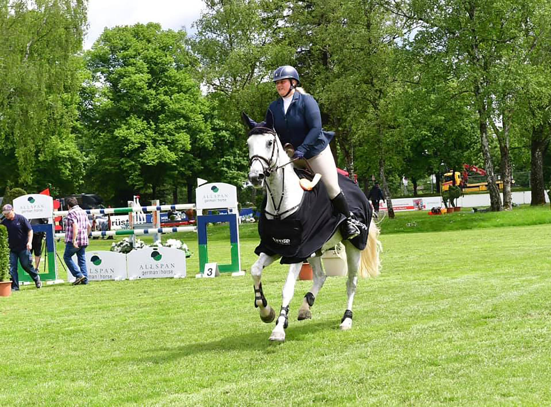 International Para Showjumper Joins Robinson Animal Healthcare